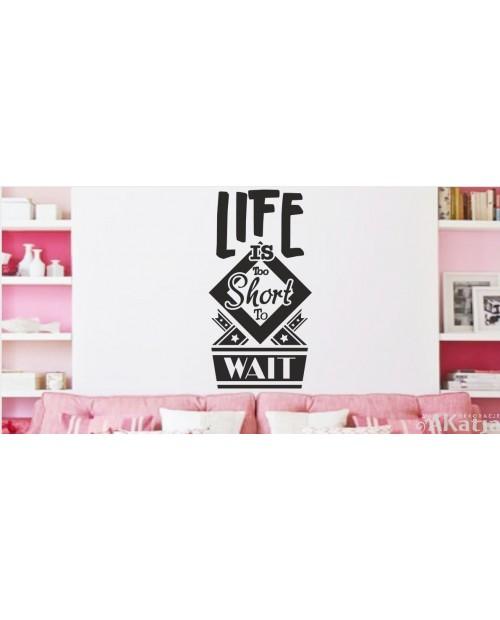 Napis life is too short z kwadratem
